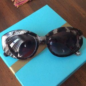 EUC Elizabeth and James Lindall sunglasses